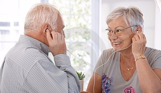 Elderly-couple-listening-to-music-mp3-player-20855514