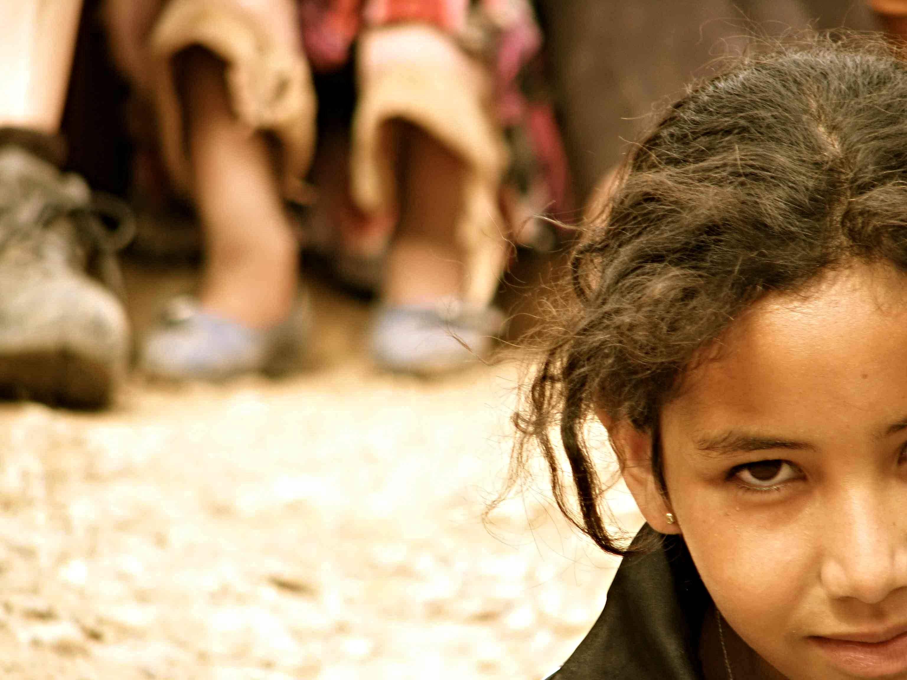 Mirada. La mirada cómplice de las niñas de Ifoulou. Imagen presentada la exposición: 'El péndulo en tu mirada'