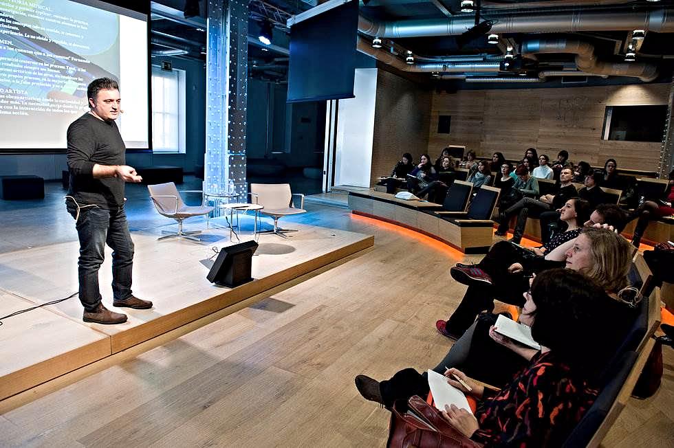 Participación de Adolf Murillo en el Workshop I- Fundación Telefónica – Madrid. Enero 2014. Escuela de Educación Disruptiva con María Acaso. Creación con dispositivos móviles