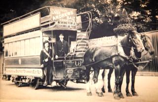 0_edinburgh_transport_trams_1907_last_horse_tram_closer