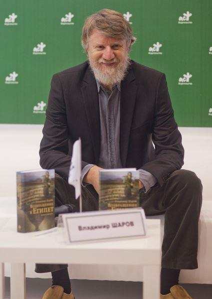 SHAROVMoscow_International_Book_Fair_2013_-_113