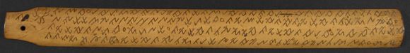 Tembai and teremba, Malay manuscript in rencong script on bamboo. The first lines of the text have been read by Voorhoeve: Anjut parahu dari ulu / pisang rukama kanan pari / tambai kutahu dari guru / taraba kapun barahi. British Library, MSS Malay D 11, f. 1r